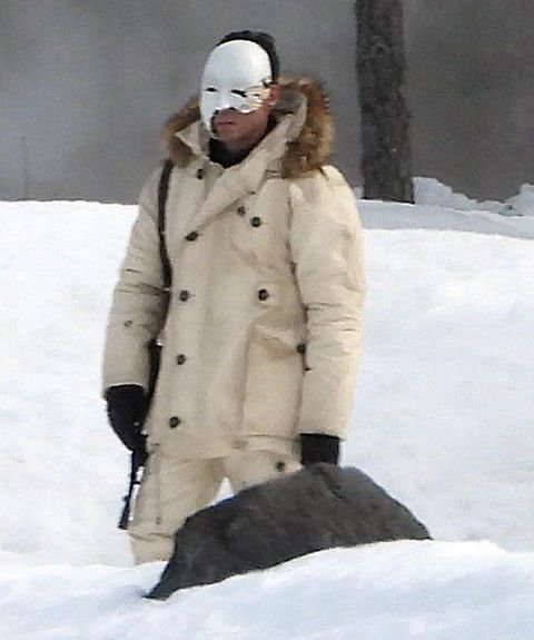 No-Time-to-die-safin-parka-coat-hooded-jacket